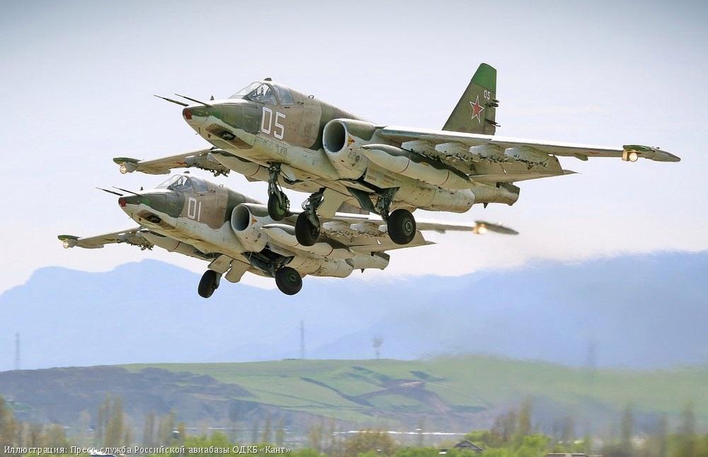 В небе над Иссык-Кулем российские штурмовики атаковали условного противника