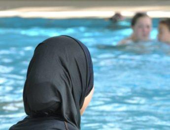 В Бишкеке мусульманкам запретили посещать бассейн: Руководство заведения принесло извинения