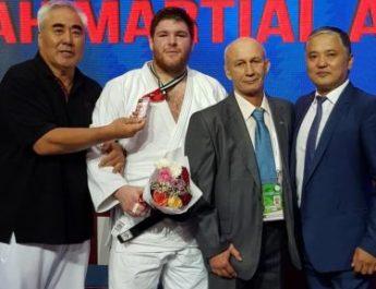 Кыргызстанский дзюдоист завоевал бронзу чемпионата Азии и Океании
