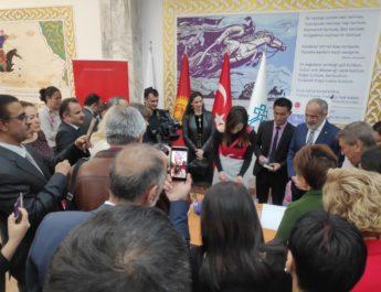 В Бишкеке открылась уникальная выставка «Эбру» — рисование на воде