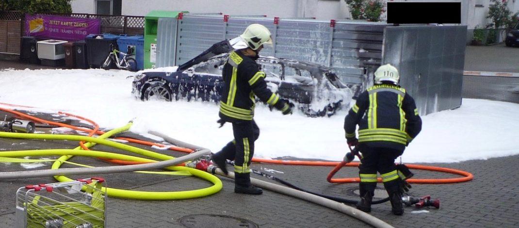 Женщина сожгла свой автомобиль, пытаясь откачать бензин пылесосом